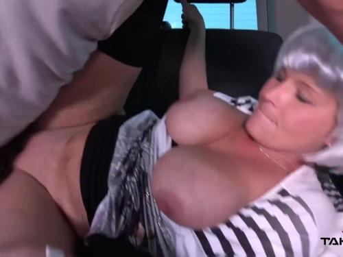 Milf busty whore located on the road make cum in driving van covered pussy